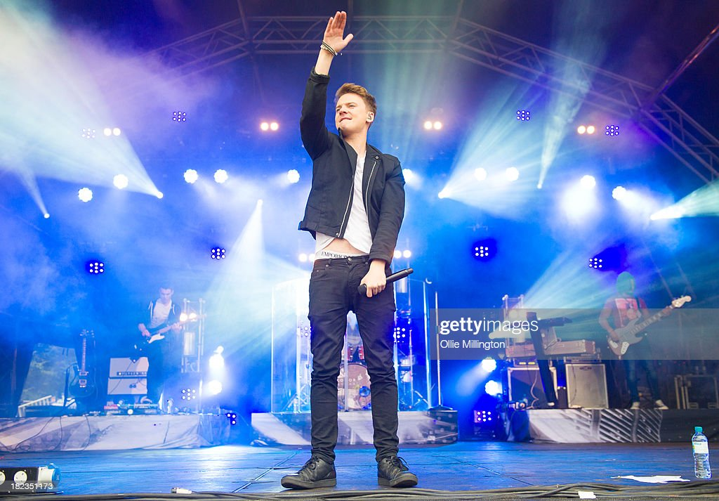 <a gi-track='captionPersonalityLinkClicked' href=/galleries/search?phrase=Conor+Maynard&family=editorial&specificpeople=8899313 ng-click='$event.stopPropagation()'>Conor Maynard</a> performs on stage at SD2 Festival 2013 at Stamner Park on September 29, 2013 in Brighton, England.