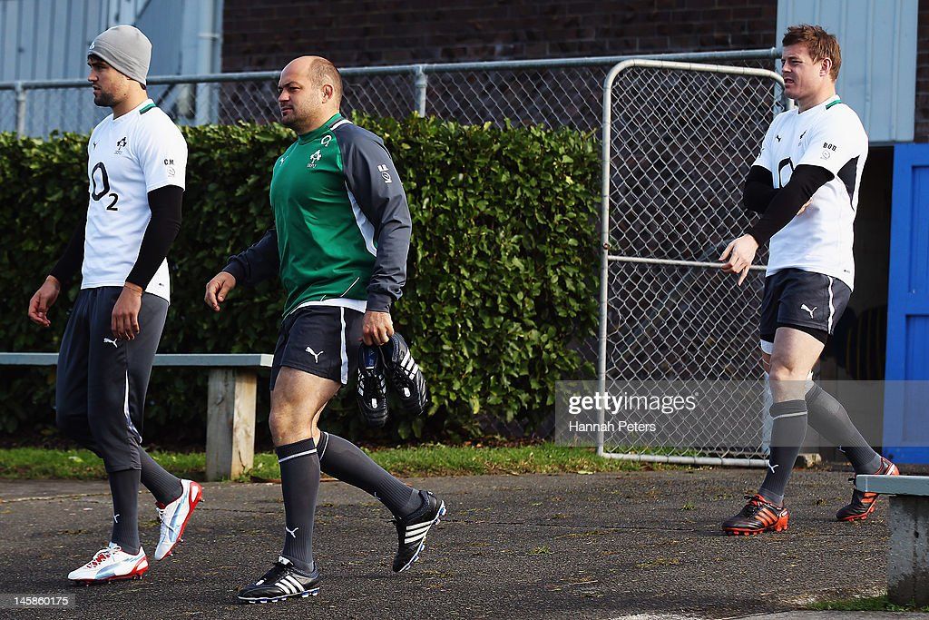 <a gi-track='captionPersonalityLinkClicked' href=/galleries/search?phrase=Conor+Murray+-+Rugby+Player&family=editorial&specificpeople=6820654 ng-click='$event.stopPropagation()'>Conor Murray</a>, Rory Best and <a gi-track='captionPersonalityLinkClicked' href=/galleries/search?phrase=Brian+O%27Driscoll&family=editorial&specificpeople=194745 ng-click='$event.stopPropagation()'>Brian O'Driscoll</a> arrive for an Ireland rugby team training session at Onewa Domain on June 7, 2012 in Takapuna, New Zealand.