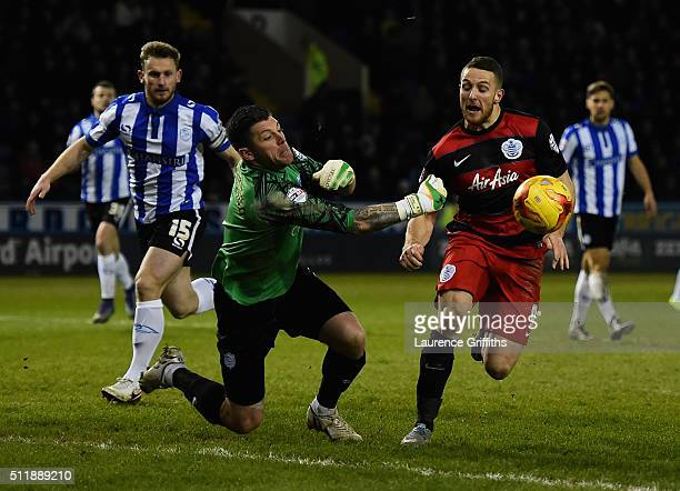 Conor Washington of Queens Park Rangers battles with Keiren Westwood of Sheffield Wednesday during the Sky Bet Championship match between Sheffield...