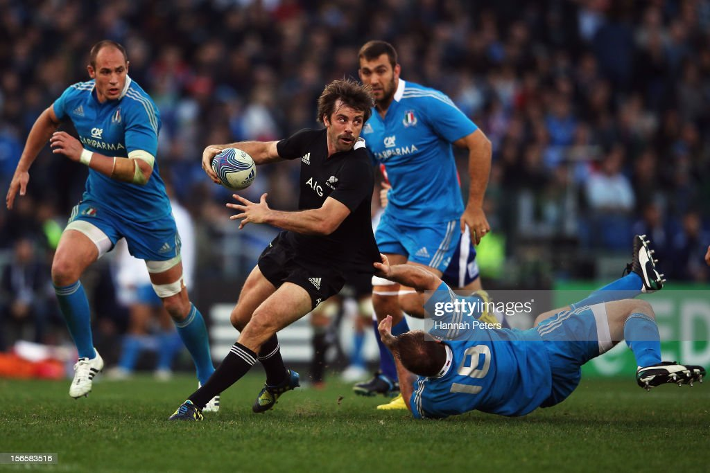 <a gi-track='captionPersonalityLinkClicked' href=/galleries/search?phrase=Conrad+Smith&family=editorial&specificpeople=644500 ng-click='$event.stopPropagation()'>Conrad Smith</a> of the All Blacks offloads the ball during the international rugby match between Italy and New Zealand at Stadio Olimpico on November 17, 2012 in Rome, Italy.