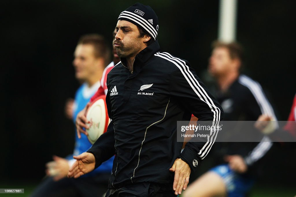 <a gi-track='captionPersonalityLinkClicked' href=/galleries/search?phrase=Conrad+Smith&family=editorial&specificpeople=644500 ng-click='$event.stopPropagation()'>Conrad Smith</a> of the All Blacks warms up during a training session at the University of Glamorgan training fields on November 22, 2012 in Cardiff, Wales.