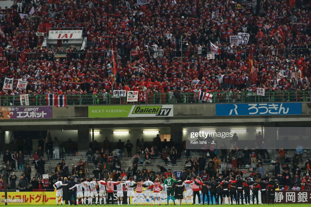 http://media.gettyimages.com/photos/consadole-sapporo-players-applaud-supporters-after-their-20-victory-picture-id875648350