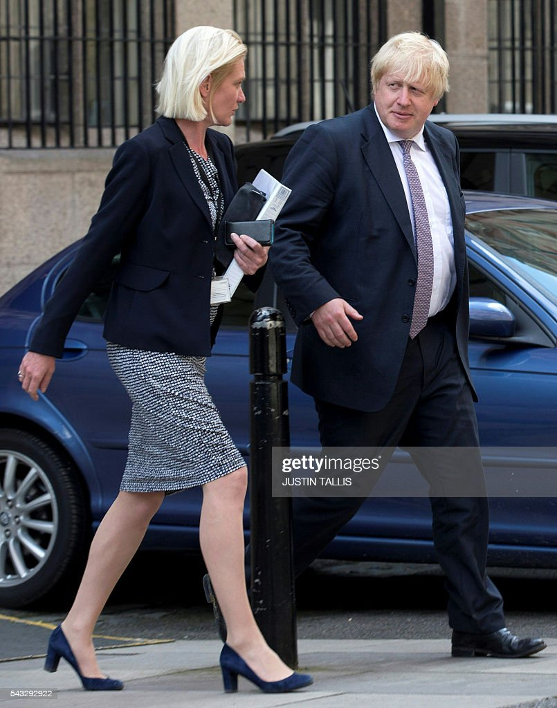 Conservative party politician Amanda Milling (L) and former London mayor and Brexit campaigner Boris Johnson walk through buildings inside the Houses of Parliament and Portcullis House in London on June 27, 2016. Top Brexit campaigner Boris Johnson sought Monday to build bridges with Europe and with defeated Britons who voted to remain in the EU in last week's historic referendum. London stocks sank more than 0.8 percent in opening deals on Monday, despite attempts by finance minister George Osborne to calm jitters after last week's shock Brexit vote. / AFP / JUSTIN