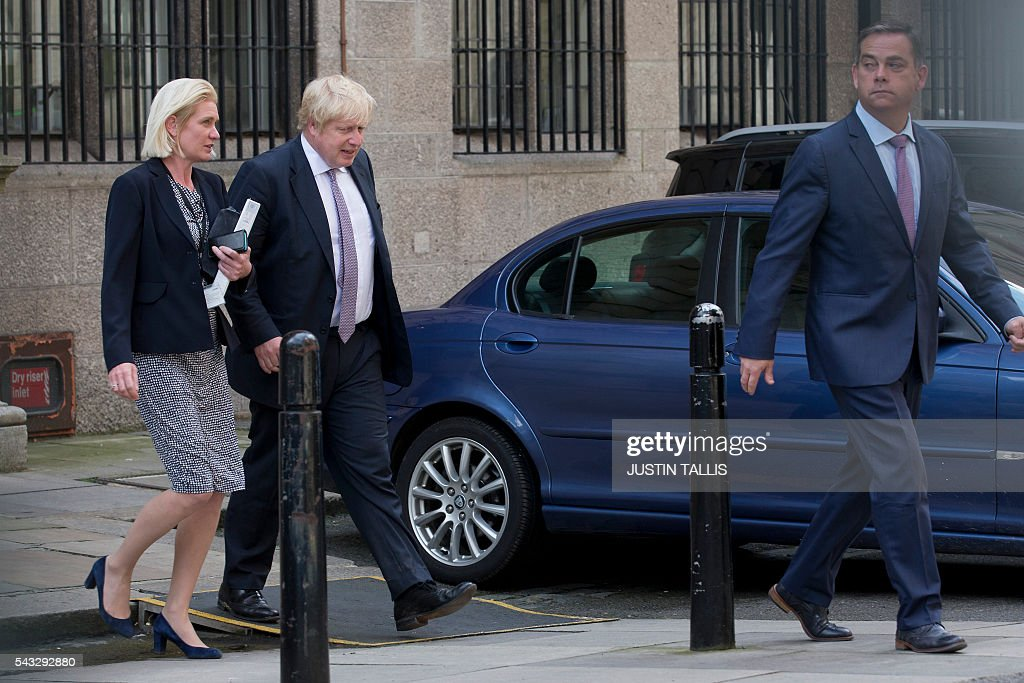 Conservative party politician Amanda Milling (L), former London mayor and Brexit campaigner Boris Johnson (C) and Conservative party politician Nigel Adams (R) walk through buildings inside the Houses of Parliament and Portcullis House in London on June 27, 2016. Top Brexit campaigner Boris Johnson sought Monday to build bridges with Europe and with defeated Britons who voted to remain in the EU in last week's historic referendum. London stocks sank more than 0.8 percent in opening deals on Monday, despite attempts by finance minister George Osborne to calm jitters after last week's shock Brexit vote. / AFP / JUSTIN