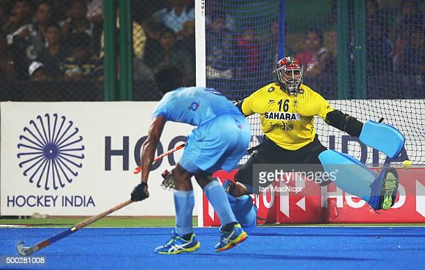 Constantijn Jonker of Netherlands scores past Sreejesh Parattu goalkeeper of India last minute equaliser during the match between Netherlands and...