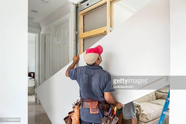 Aufbau einer Innenseite mit Trockenmauer und Holz Nieten