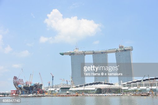 Constructing Marina bay sands and ArtScience Museum in Singapore 2010