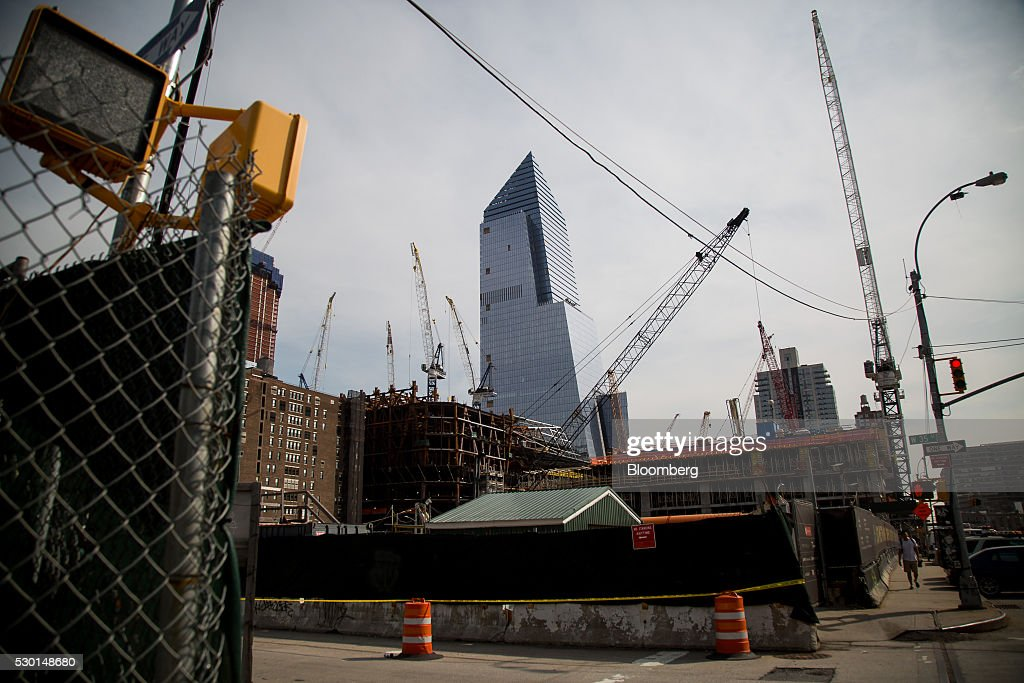 Manhattan 39 s latest tower heats up hudson yards race for for Construction stand