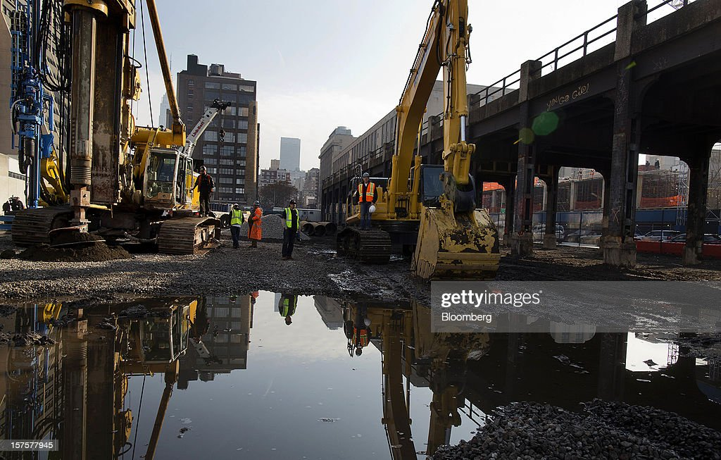 A construction crew makes a hole, left, during the groundbreaking ceremony for the Hudson Yards development in New York, U.S., on Tuesday, Dec. 4, 2012. Related Cos. has tentative deals in place for two more tenants to occupy the first tower of its Hudson Yards development, Chairman Stephen Ross said today as construction began at the 26-acre site on Manhattan's west side. Photographer: Victor J. Blue/Bloomberg via Getty Images