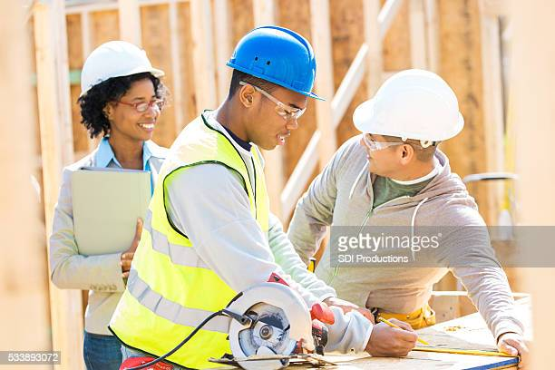 Construction foreman discuss project with home builder