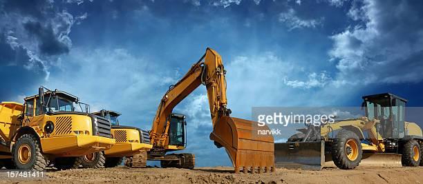 Bau-Maschinen bereit,