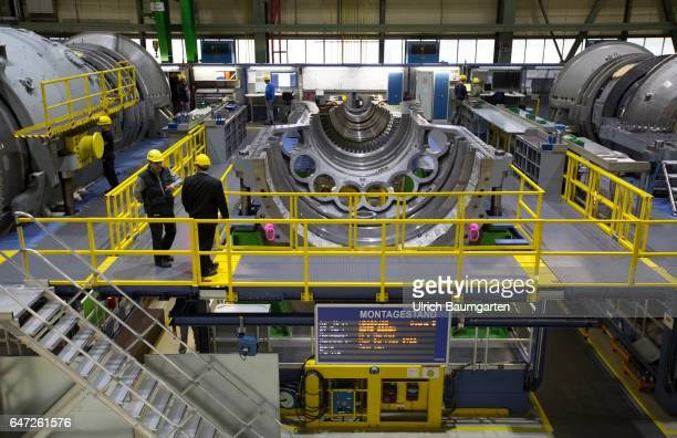 Construction of gas turbines at Siemens AG in Berlin Interior view of the assembly hall for gas turbines