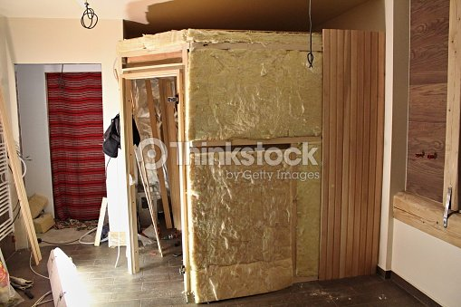 Construcci n de saunas foto de stock thinkstock - Construccion de saunas ...