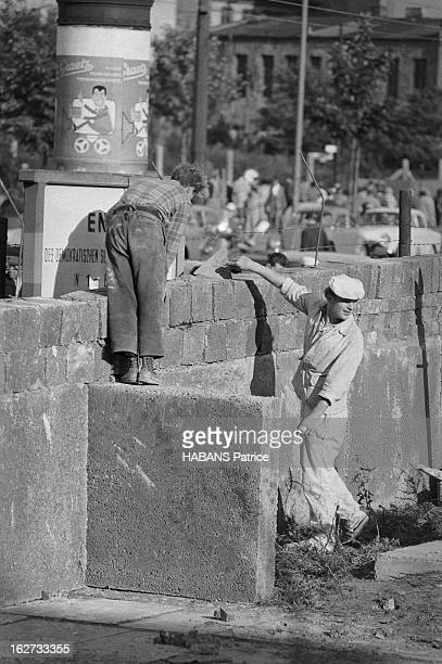 Berlin Wall Foundation Stock Photos And Pictures Getty Images - Mur de berlin map