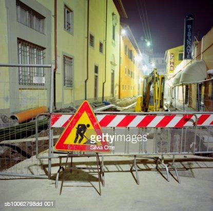 Construction on street, night : Bildbanksbilder