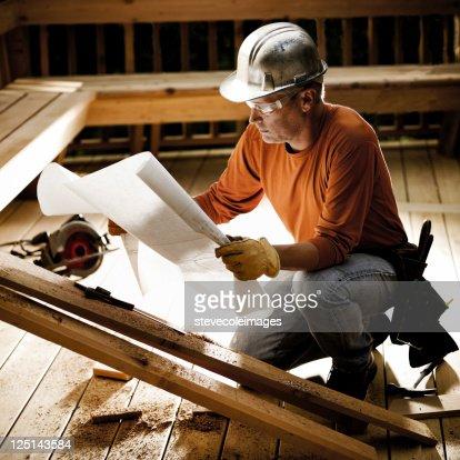 Construction Worker & Blueprints : Bildbanksbilder