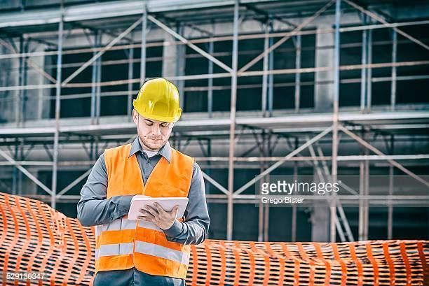 Bauarbeiter Auftragnehmer mit Tablet-Computer