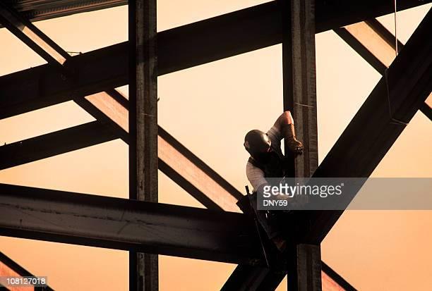 Bauarbeiter auf hohe Leibhöhe Rahmen des Gebäudes