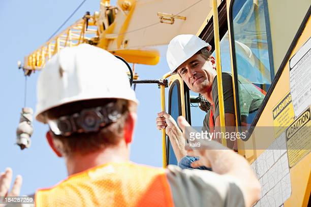 Bau Arbeiter sprechen, crane operator