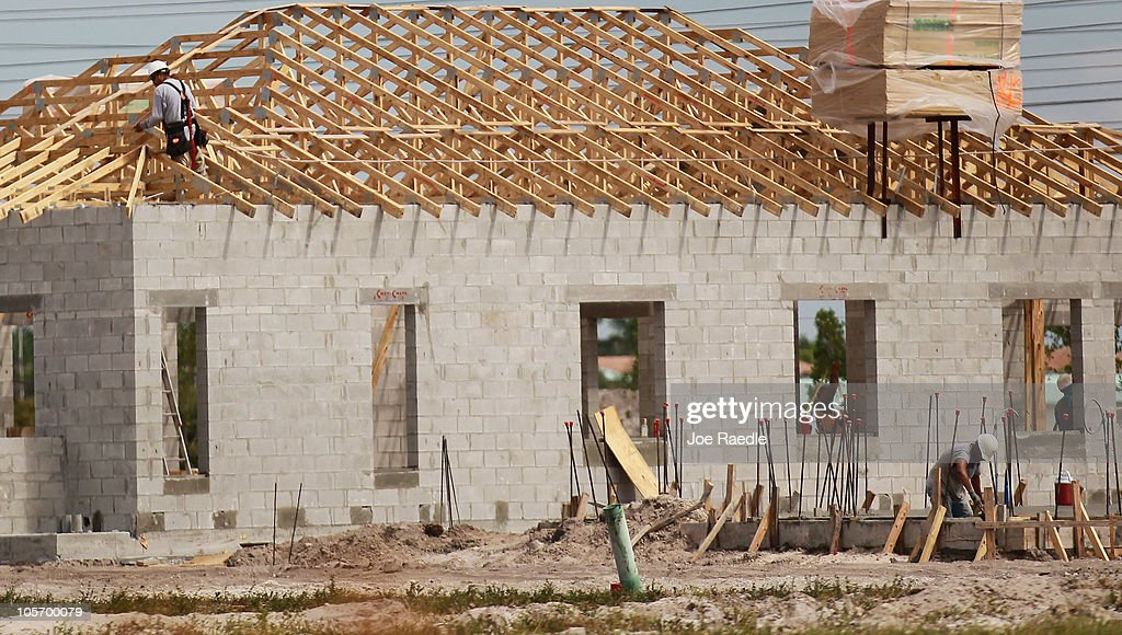 Construction workers build a new home on October 19, 2010 in Cooper City, Florida. The Commerce Department annouced today that September housing starts rose 0.3% to 610,000, which is a five month high.