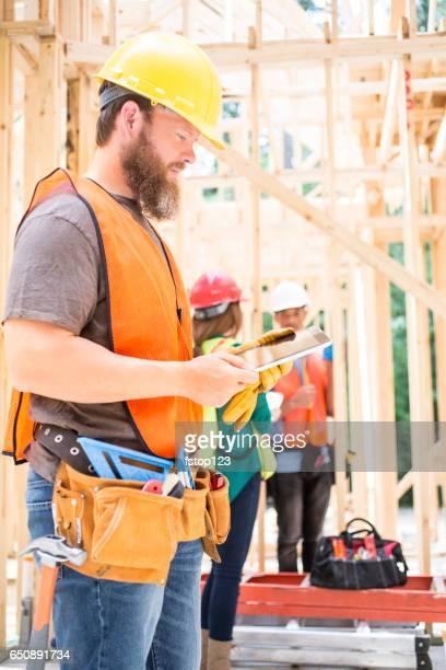Bauarbeiter in Baustelle mit digital-Tablette.