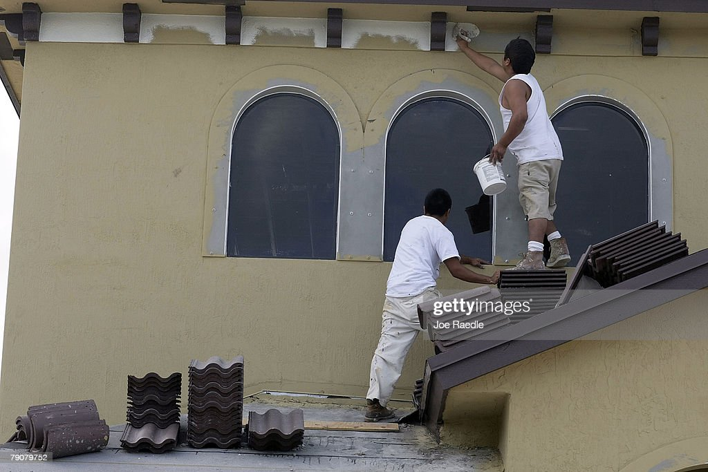 Construction workers paint the exterior of a house under construction January 17, 2008 in Miami, Florida. The Commerce Department released figures showing that new home construction is down 24.8 percent from 2006.