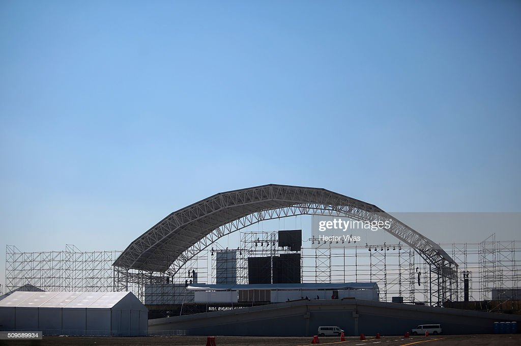 Construction works on the structure where Pope Francis will give a mass for 300 thousand people during the preparations ahead the visit of Pope Francis to Mexico at El Caracol on on February 11, 2016 in Ecatepec, Mexico.