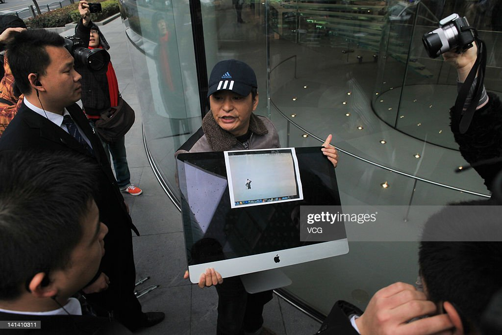A consumer protests in front of an Apple Store with his iMac computer, which has accumulated dust that Apple has blamed on pollution, on March 15, 2012 in Shanghai, China. China marks World Consumer Rights Day (WCRD) on March 15 each year, aiming to protect consumer rights and interests. The theme for WCRD 2012 is 'Our money, our rights: campaigning for real choice in financial services'.