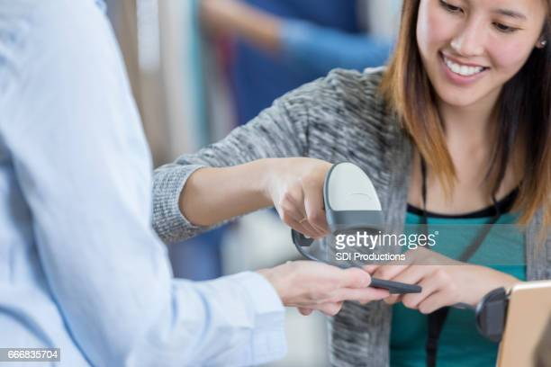 Contactless payment in department store