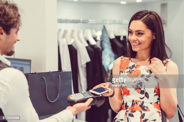 Contactless payment in the shop