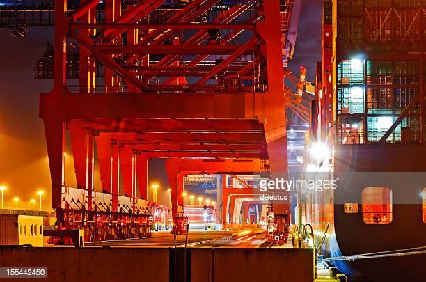 Container crane und Schiff