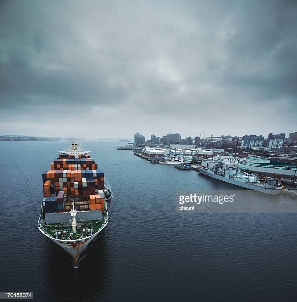 Frachtschiff im Hafen von Halifax