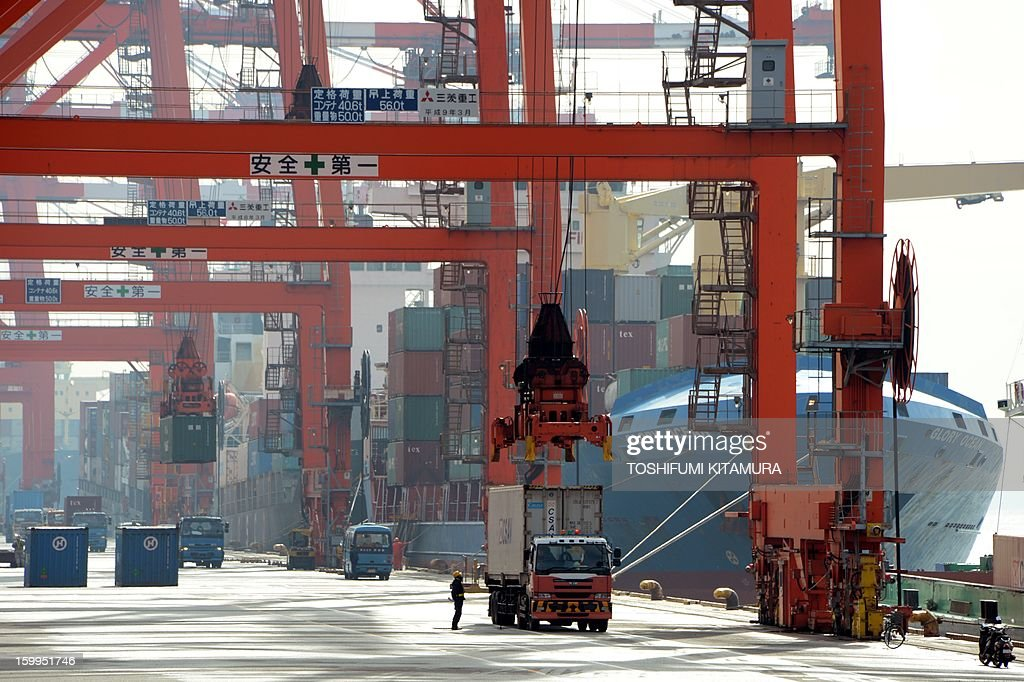 Containers are loaded onto a cargo ship at the pier in Tokyo port on January 24, 2013. Japan said it logged a record trade deficit in 2012, Japan's exports totalled 63.7 trillion yen against imports of 70.7 trillion yen, as exports to debt-hit Europe plunged and a bitter diplomatic spat with its biggest trade partner China weighed on demand. AFP PHOTO / TOSHIFUMI KITAMURA