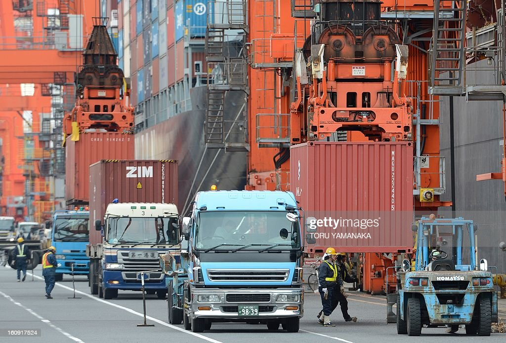 Containers are unloaded from a container ship at a pier in Tokyo on February 8, 2013. Japan booked a 2.8 billion USD current account deficit for December as exports to China and Europe slumped, while a full-year surplus was the lowest in almost three decades, official data showed. AFP PHOTO/Toru YAMANAKA