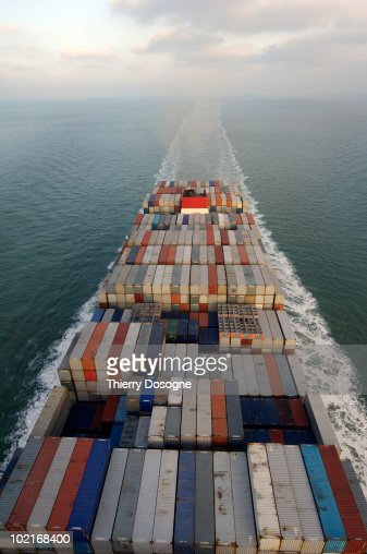Containers ship