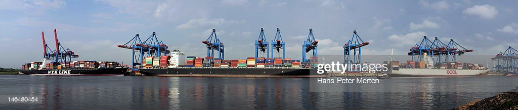 containerships at containerterminal : Stock Photo
