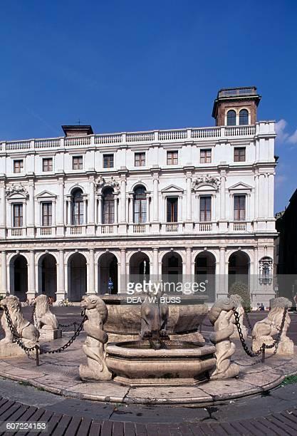 Contarini Fountain and Palazzo Nuovo now Angelo Mai Library Piazza Vecchia Citta Alta Bergamo Lombardy Italy