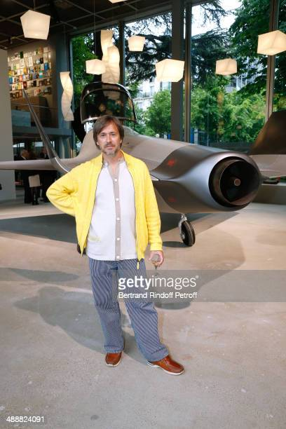 Contemporary artist Marc Newson poses front of his work at the 'Fondation Cartier pour l'art contemporain' celebrates its 30th anniversary on May 8...