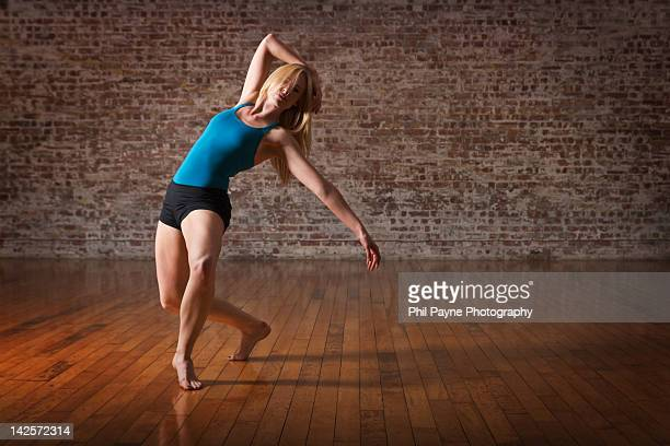 Contemporary ballet dance performance