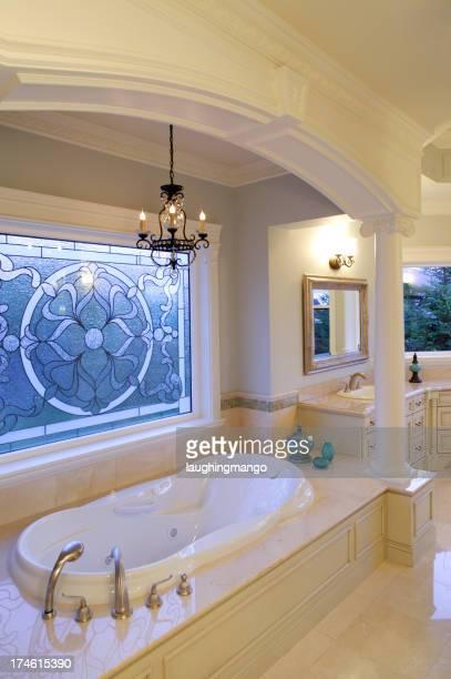 Baignoire de la salle de bains moderne