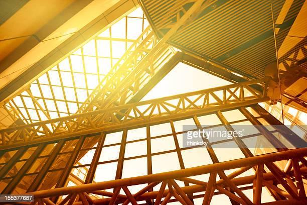 Modernes Gebäude mit Sonnenlicht