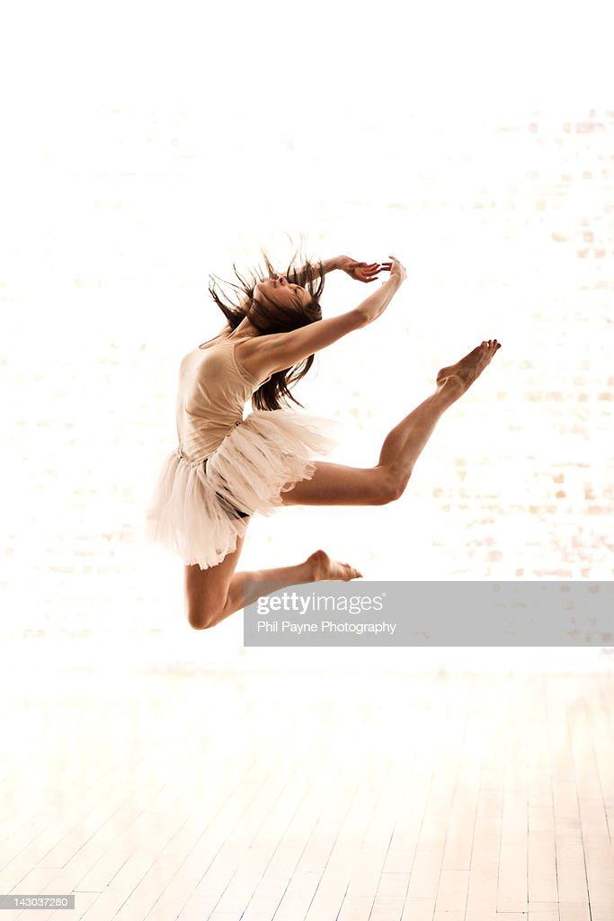 Contemporary dancer jumps : Stock Photo