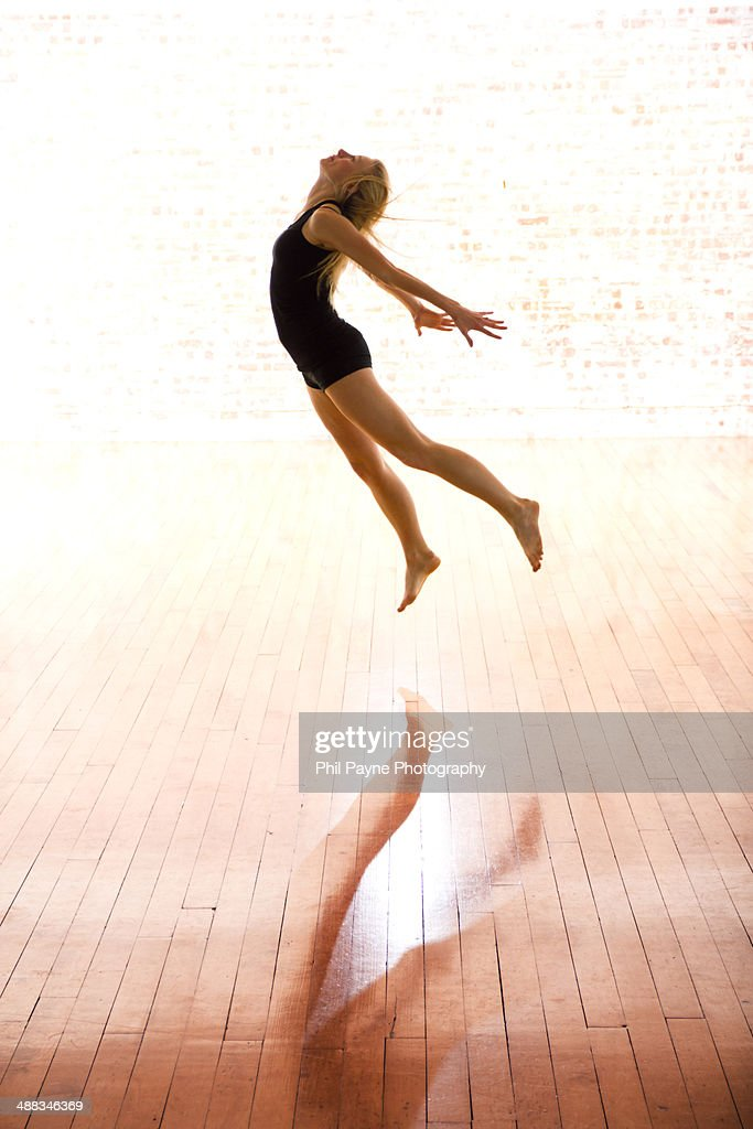Contemporary dancer leaping in the air : Stock Photo