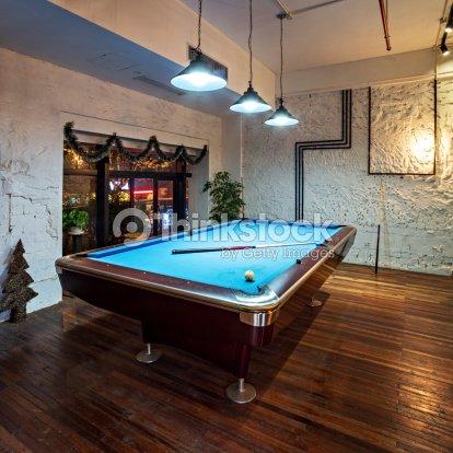 Int rieur moderne salle de s jour avec une table de for Table de sejour moderne