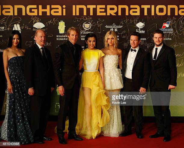 Contestant Vice Chairman Rob Moore Director Michael Bay Li Bingbing Nicola Peltz Mark Wahlberg and Jack Reynor poses for a picture at the Shanghai...