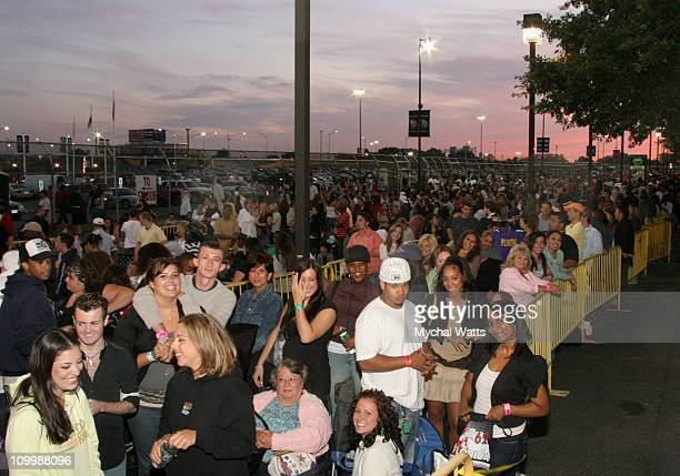 Contestants for American Idol Season 6 wait in line at the New Jersey Regional Auditions on August 14 2006IMG_0344JPG