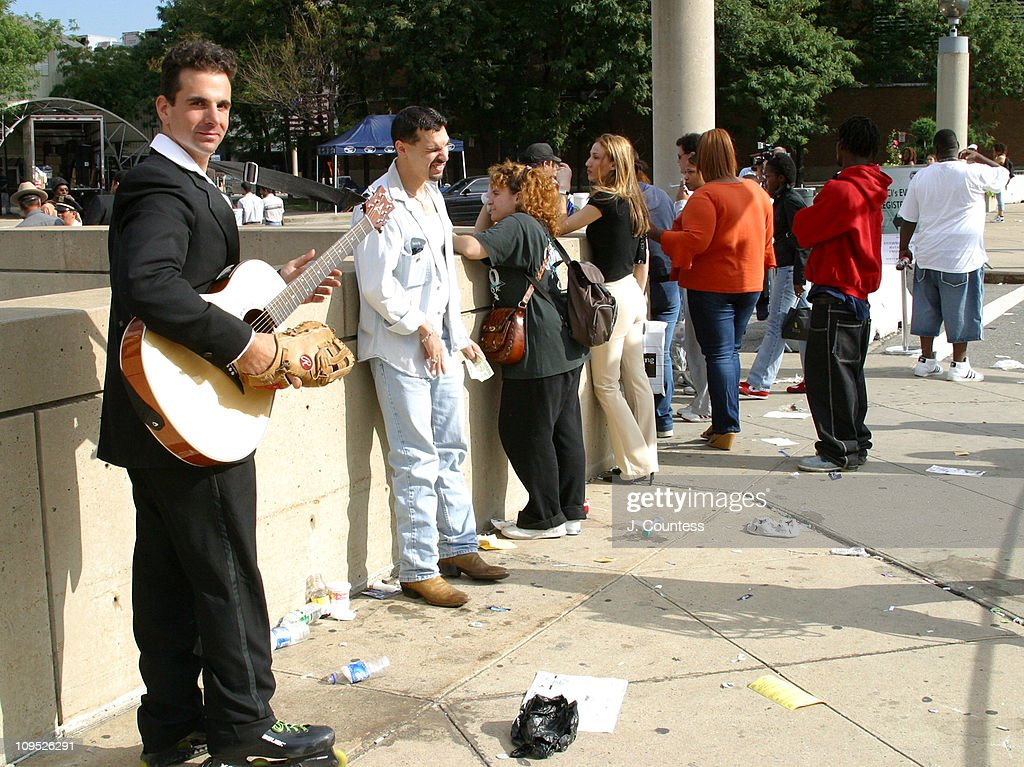 Contestants lined up outside of Jacob Javits Center for American Idol 2004 Auditions.