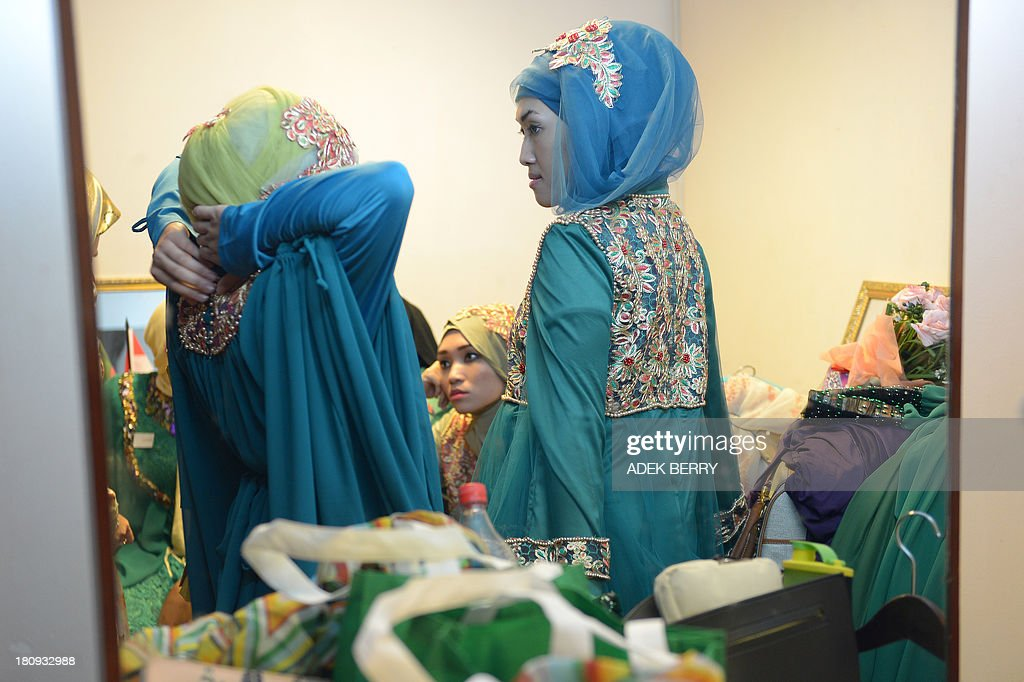 Contestants of the Muslimah World pageant prepare backstage for the grand final of the contest in Jakarta on September 18, 2013. The finale of a beauty pageant exclusively for Muslim women will take place in the Indonesian capital on September 18, in a riposte to the Miss World contest in Bali that has drawn fierce opposition from Islamic radicals. AFP PHOTO / ADEK BERRY