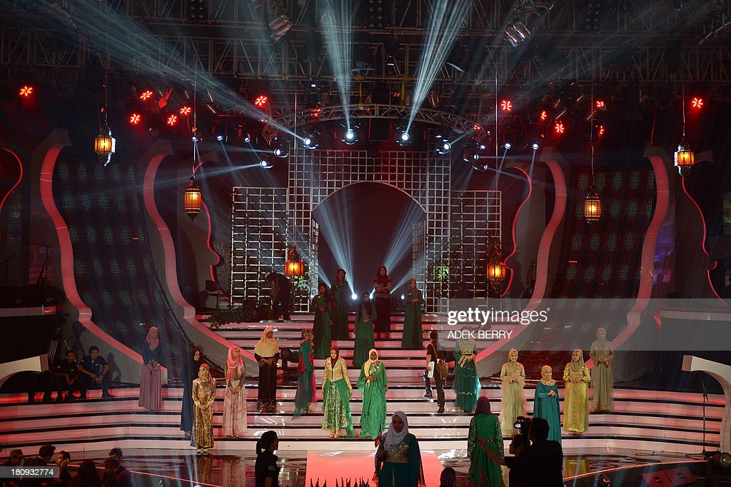 Contestants of the Muslimah World pageant take part in a rehearsal for the grand final of the contest in Jakarta on September 18, 2013. The finale of a beauty pageant exclusively for Muslim women will take place in the Indonesian capital on September 18, in a riposte to the Miss World contest in Bali that has drawn fierce opposition from Islamic radicals.