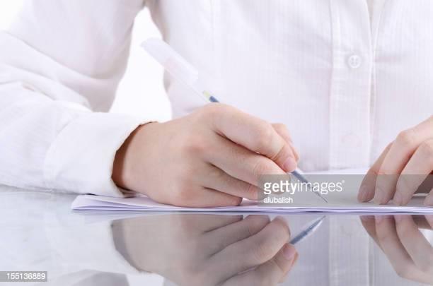 契約書に署名する